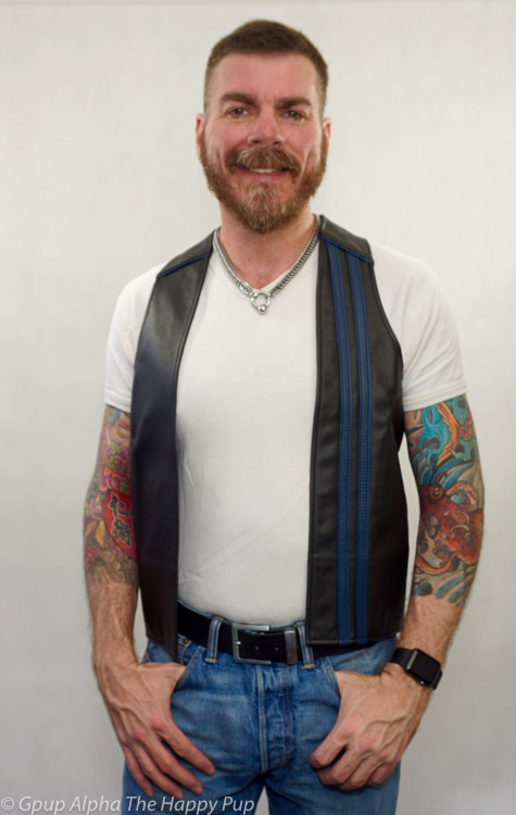 This is the leather racer vest made by the guys at Mr S Leather. This leather garmet is prefect flagging your interests with optional colors in blue, red and yellow. http://glink.me/racerbarvest